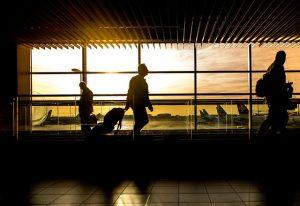 Podróżujący na lotnisku