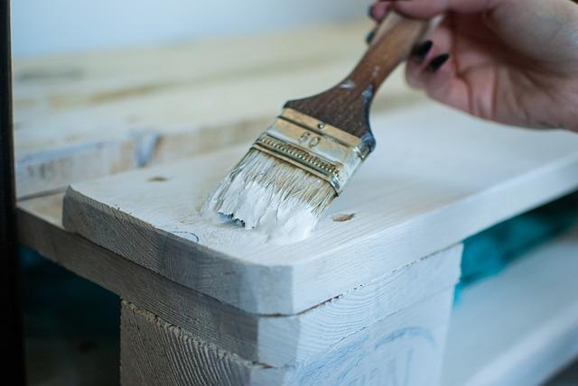 Malowanie mebli z palet